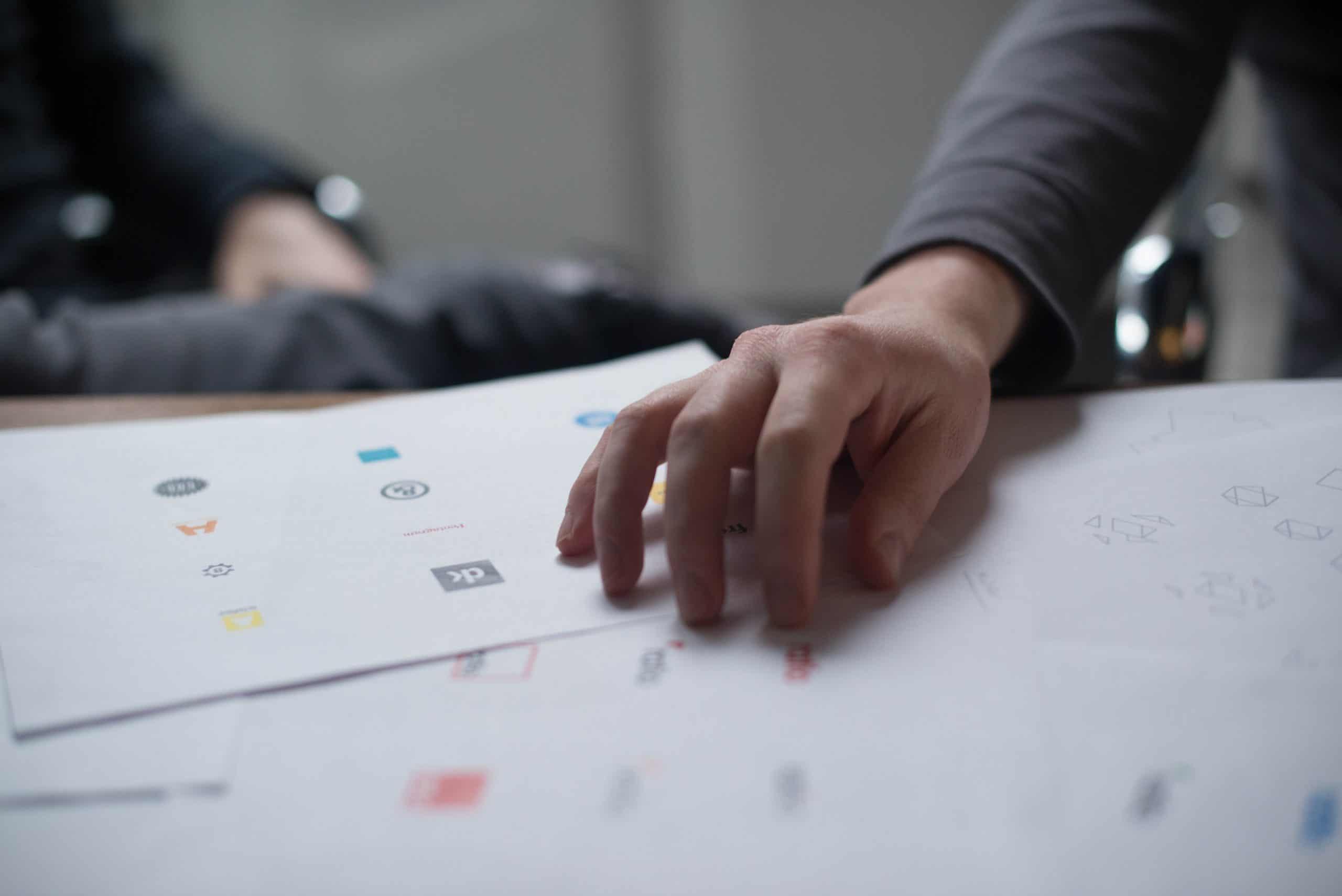 Wir machen die Namensfindung und die Logo Gestaltung für dein Unternehmen. Markenbildung